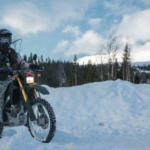 Moottoripyörälähetti norjalaisissa maisemissa