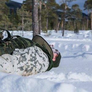 Hyökkäykset ja pitkät sekä nopeat etenemiset syvässä umpihangessa uuvuttaa hyväkuntoisenkin sotilaan