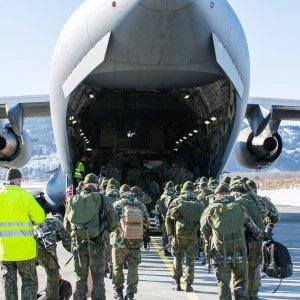 Suomalaiset käyttävät paluukuljetuksiin mm. SAC-lentokuljetuspoolin (Strategic Airlift Capability) Boeing C-17 – kuljetuskoneita