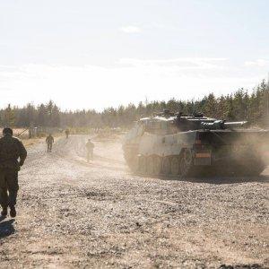 Leopard 2A4 harjoitusalueella