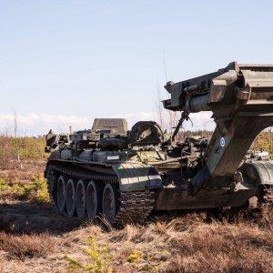 Siltavaunua käytetään harjoituksessa taisteluosastojen liikkeen edistämiseen.