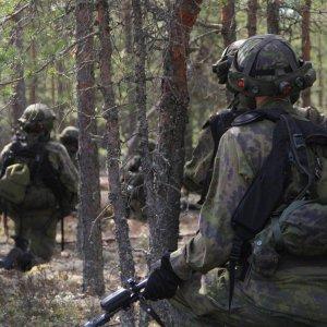 Panssaripioneerijoukkueen varusmiehiä valmiina jatkamaan taistelua.