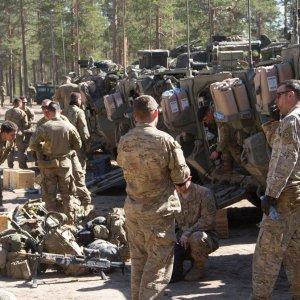 Suomalaisen taisteluosaston mukana harjoittelevat yhdysvaltalaiset