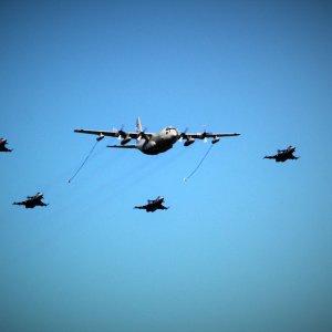 C-130 Hercules ja Gripenit