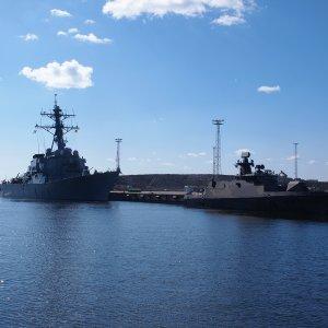 Hamina ja USS Porter.